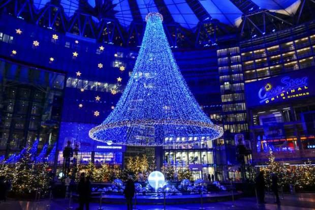 fabelhafte-weihnachten-im-sonycenter-2014-innenfassade-des-sonycenters-mit-lichtskulptur-und-brunnen.jpg
